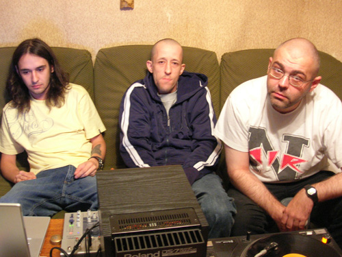 Гантеля - третий номерной альбом группы Кровосток. Материал был